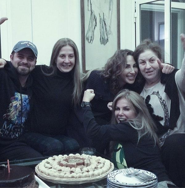 صور النجمة اللبنانبة نيكول سابا مع عائلتها احتفلت بعيد ميلاد شقيقتها 2014
