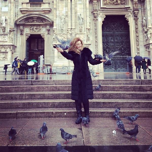 صور ميريام فارس في مطار ميلانو وهي بانتظار رحلتها المتوجهة الى باريس 2014