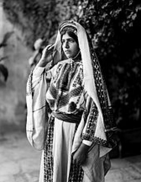 أزياء التراث الفلسطيني , فساتين فلسطينية , عبايات فلسطينية