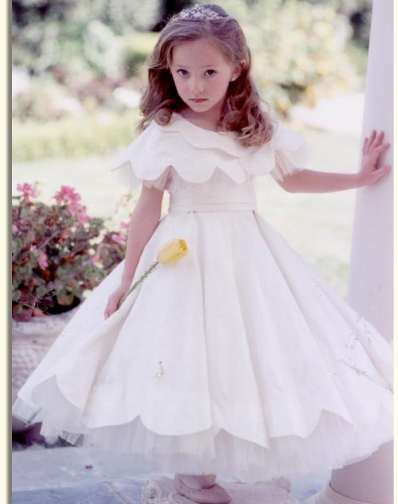 9a8a4e2440abd مجموعة من ملابس وفساتين الاطفال للفتيات الصغار و فساتين اخرى سواريه للاطفال