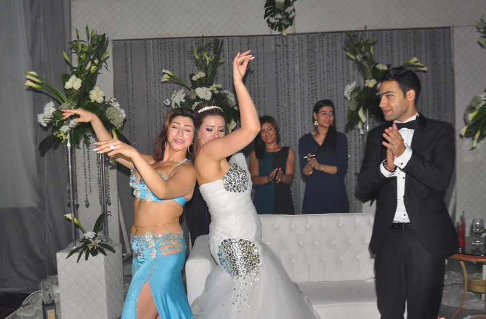 صور مثيره للفنانة الاستعراضية عزيزة خلال حفل زفاف مجدي الشافعي 2014