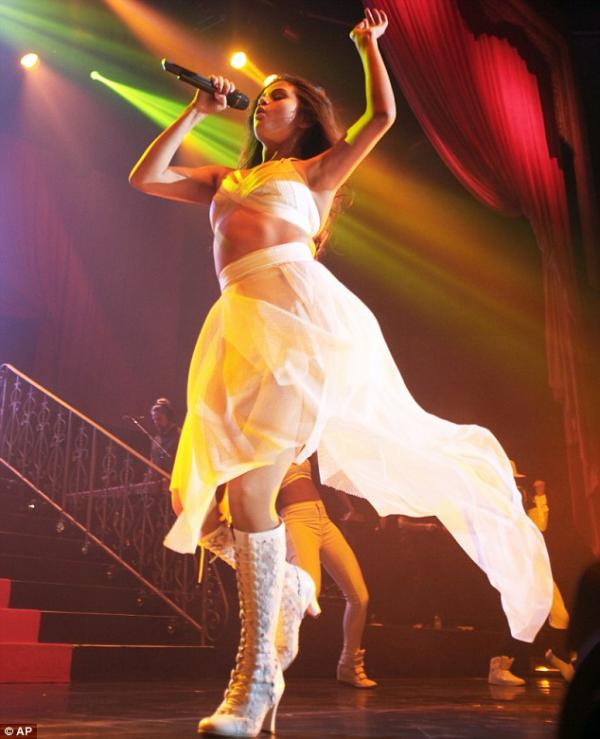 صور سيلينا غوميز في حفلاً غنائياً في تكساس ضمن جولتها العالمية