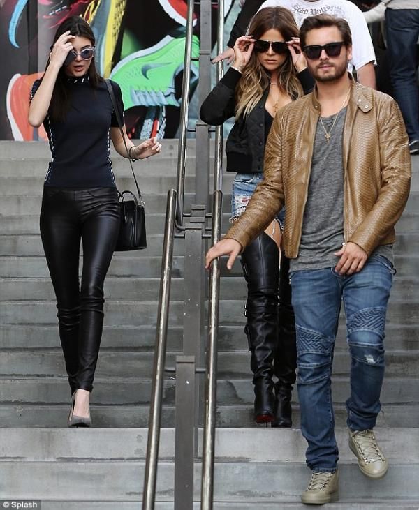 صور كلوي كارداشيان في هوليوود وكانت كلوي برفقة سكوت ديسيك وأختها غير الشقيقة 2014