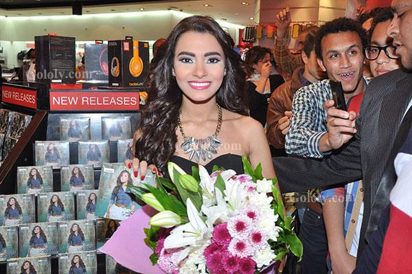 صور احتفال المطربة الشابة كارمن سليمان بأول ألبوماتها أخباري داخل فيرجن ميجا ستورز بسيتى ستارز 2014