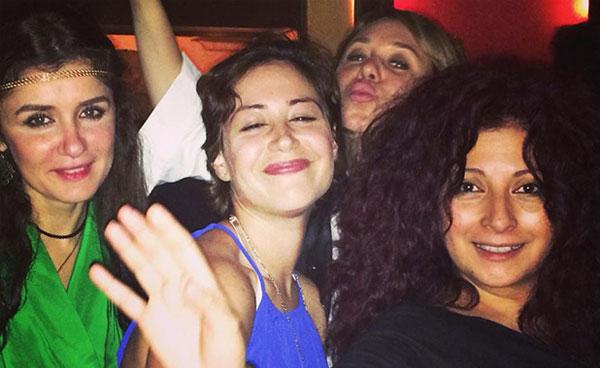 صورة منة شلبي وغادة عادل والمذيعة إنجي علي في سهرة عشاء خاصة 2014