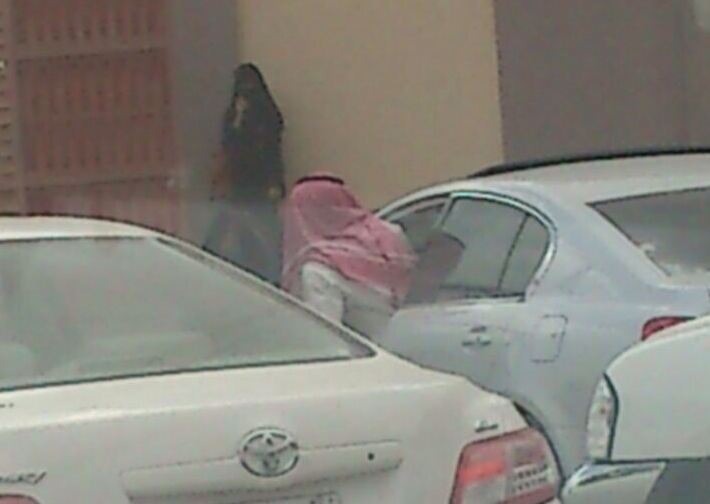 صور تحرش شباب بالطالبات داخل كلية بنات الحوية 1435