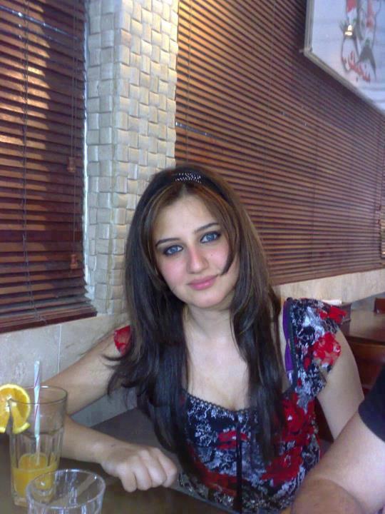 فتاة جميلة تنتحر بسبب نشر صورها على الفيس بوك 2014