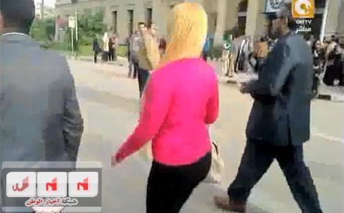يوتيوب لحظة التحرش الجماعى بطالبة حقوق في جامعة القاهرة الاثنين 17-3-2014