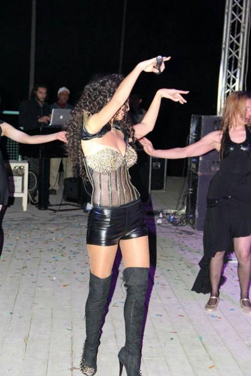 صور دوللي شاهين قلدت بيونسيه وقامت بعض العارضات بتنفيذ عددا من الرقصات فى حفل دريم بارك