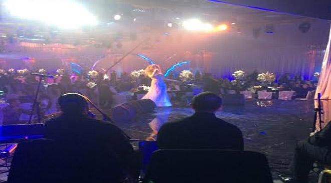 صور ميريام فارس تحيي حفلا في موسكو مستعرضة رشاقتها بفستان أبيض مكشوف 2014