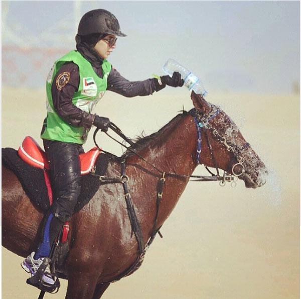 صور الفنانة الإماراتية أريام في كأس الشيخة فاطمة بنت منصور الخاص بالفروسية 2014