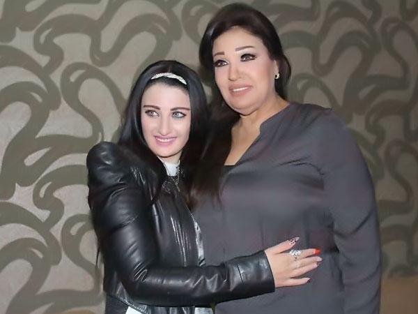 صور الراقصة صافيناز تلتقى فيفي عبده بعد انتهاء برنامجها مع الإعلامي شريف عامر 2014