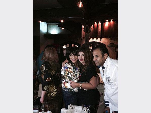صور احتفال بوسي شلبي بعيد ميلادها في حفل صغير جمعها مع زوجها ووالدتها فى الاقصر 20