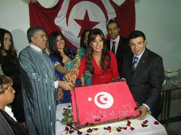 صور احتفال الفنانة لطيفة التونسية بذكرى إستقلال وطنها تونس ال 58 في السفارة التونسية في القاهرة 2014