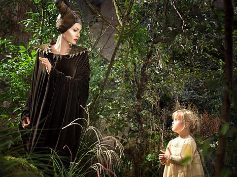 صور أنجلينا جولي برفقة إبنتها فيفيين البالغة من العمر 5 سنوات في صورة مبهرة