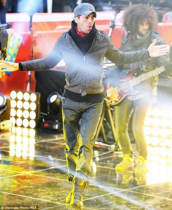 صور إنريكيه إيغليسياس في حفل The Today Show الذي يقدم على NBC 2014