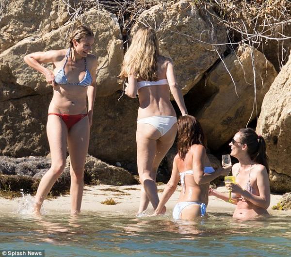 صور كاميرون دياز تقضى عطلة ممتعة على الشاطئ الكاريبي برفقة صديقاتها 2014