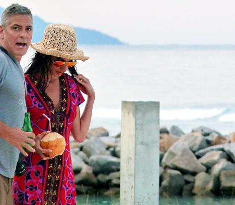 صور جورج كلوني برفقة المحامية البريطانية اللبنانية من عطلتهما في Seychelles 2014