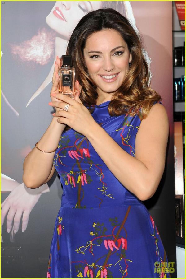 صور كيلي بروك تطلق عطرها Audition كيلي ارتدت فستاناً مليئ بالحياة مزيّناً بأوراق الشجر 2014