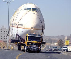 صور وتفاصيل خسائر مرور الطائرة المطعم في خميس مشيط 1435