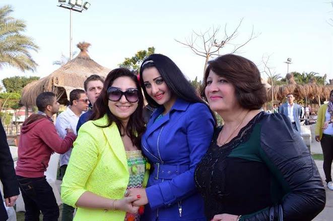 صور صافيناز في إحدى الحفلات الاجتماعية للمطربة الشعبية بوسي التي احتفلت بعيد ميلاد نجلها