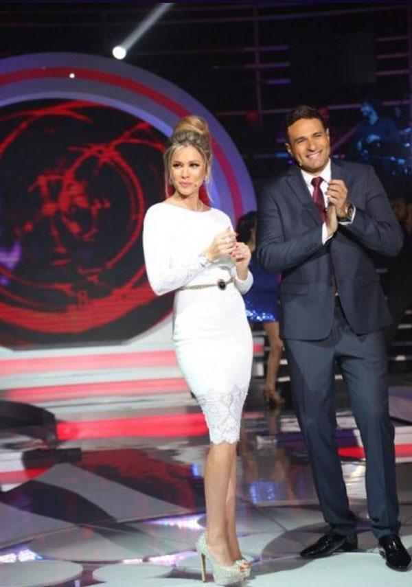 صور مقدمة برنامج أحلى الأوقات نانسي أفيوني والتي ارتدت فستان ابيض فى الحلقة السادسة 2014