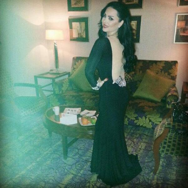 صور النجمة الأردنية ديانا كرازون في حفل زفاف خاص في قطر بفستان أسود طويل ضيق عاري الظهر 2014