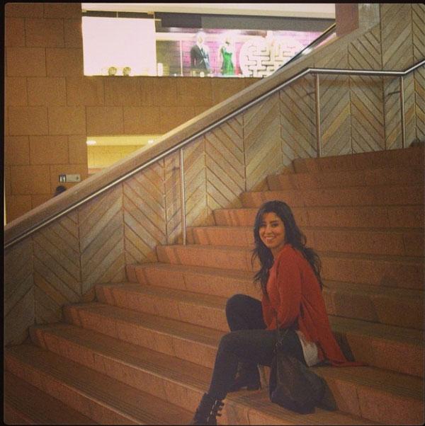 صور أيتن عامر مع والدتها في لبنان حيث ارتدت هي ووالدتها أزياء مشابهة 2014