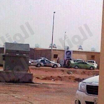مواطن يعلق صورة صدام حسين على منزله ويكتب عليها رجل يستحق الحياة فقتل