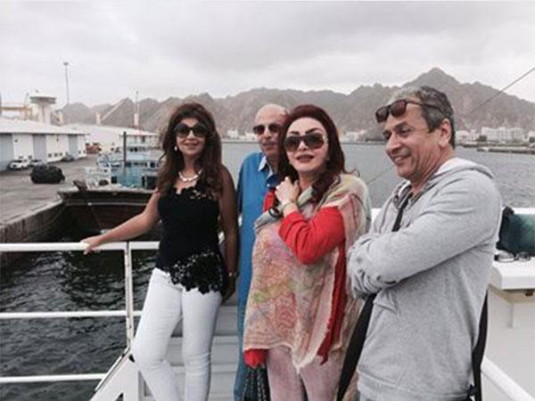صور بوسي شلبي في رحلة بحرية مع نبيلة عبيد فى عمان 2014