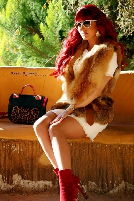 صور النجمة السورية هبة نور تستعرض شعرها الأحمر وقد أطلت هبة بلوك جريء وجذاب 2014