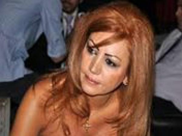 أصيبت الفنانة السورية سوسن ميخائيل بانهيار عصبي أمس جراء سقوط قذيفة هاون بالقرب منها