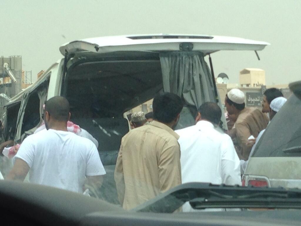 صور حادث انقلاب باص بنات اليوم الاثنين 28-6-1435 حي البديعة بالرياض