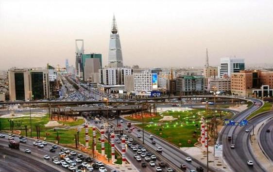 بالفيديو سعودية تضرب شاب بالعقال بالرياض اليوم 1436