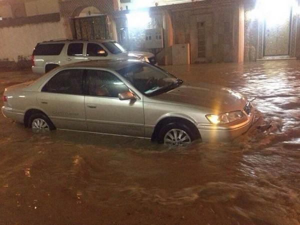 صور سيول مكة المكرمة 1435 , صور احتجازات وغرق السيارات في سيول مكة المكرمة 2014