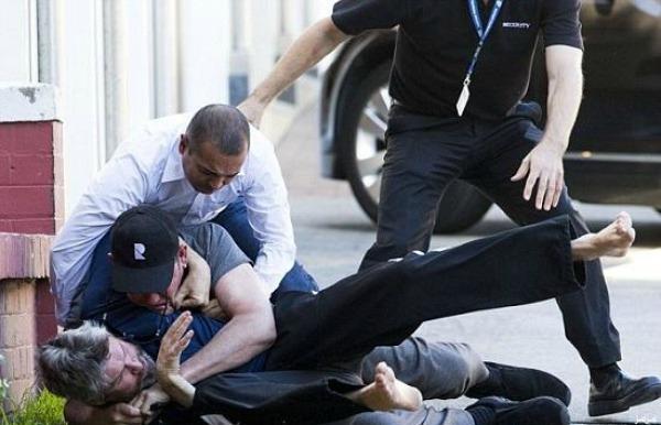 بالصور مشاجرة عنيفة بين مليارديرين بسبب عارضة الازياء الاسترالية ميراندا كير