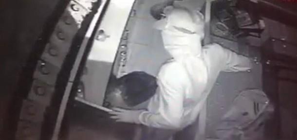 صور الجناة الذين الذين قاموا بسرقة مجوهرات بالخنساء تقدر 3 ملايين ريال