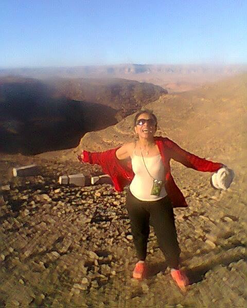 صور الدكتورة نهي الملحدة التي ظهرت مع ريهام سعيد