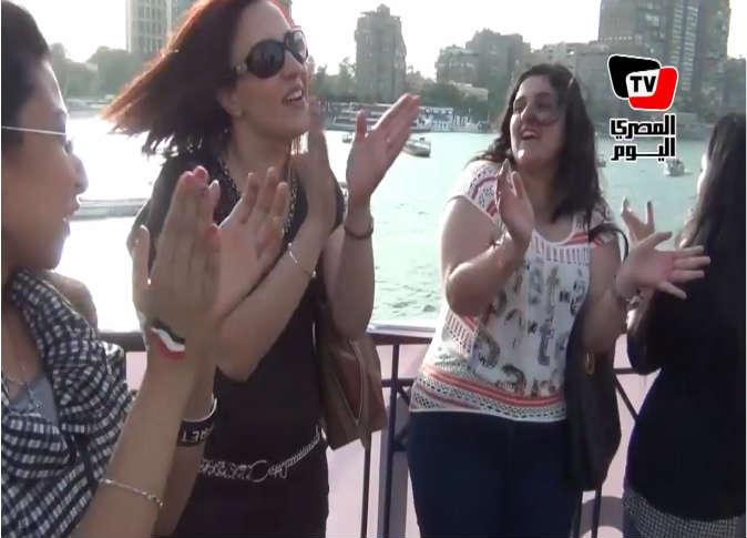 صور رقص بنات مصر في انتخابات الرئاسة 2014 , بالصور رقص بلدي في شارع المعز , نساء يرقصن أمام لجنة