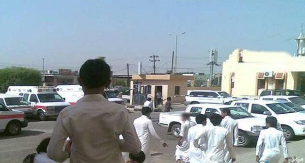 بالصور 10 طلاب يعتدون على معلمهم ب العصي داخل مركبة أمنية بالمجمعة اليوم 1435