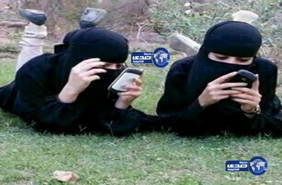 أخبار صحيفة صدى اليوم الاربعاء 29-7-1435 ,قله الحياء يدفع بفتاتان للاستلقاء في مكان عام وامام المارة