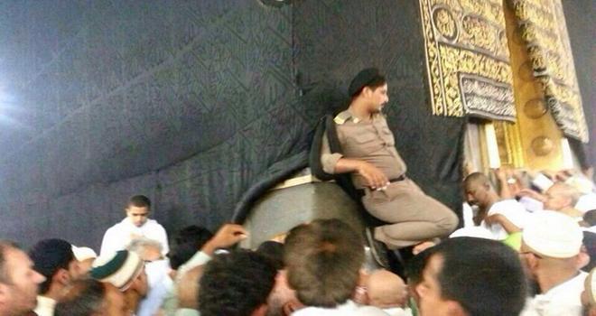 أخبار صحيفة عاجل اليوم الاربعاء 29-7-1435 , أمير مكة يوجه بالتحقيق العاجل في صورة شرطي الحرم