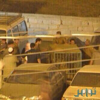صور لحظة السيطرة على الأسد الهارب بمحايل عسير اليوم 1435