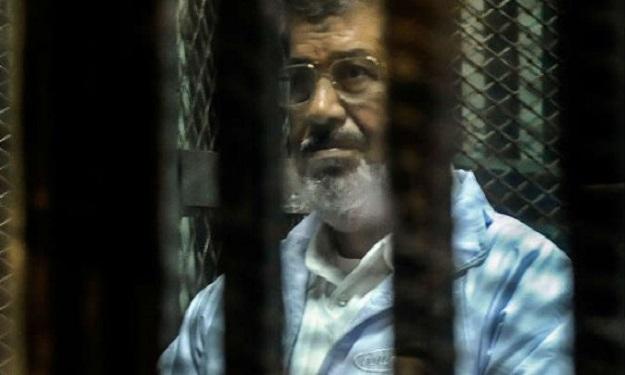 يا شباب مصر الثائر لقد أبهرتم العالم باستكمالكم لثورتكم وأنتم اليوم والغد