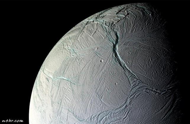 بالصور اكتشاف أكثر من 100 نبع ساخن على سطح القمر انسيلادوس
