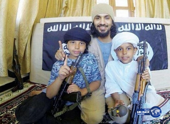 صور وقصة مقاتل داعش خاطف طفليه