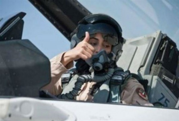 صور الإماراتية مريم المنصوري التي شاركت في قصف مواقع داعش