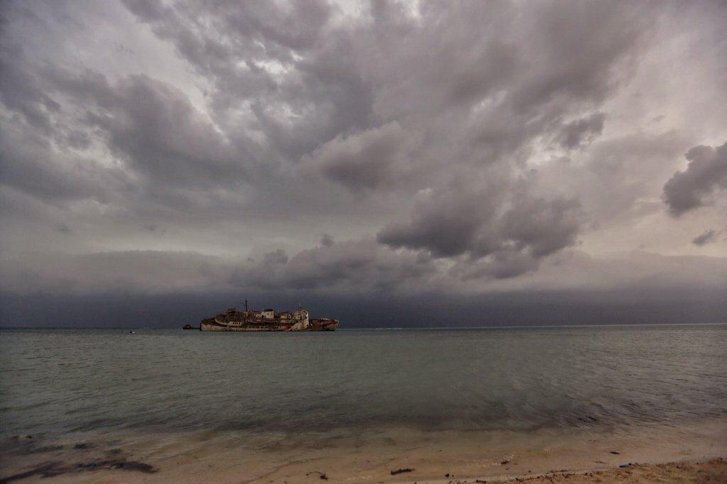 اسباب صاعقة تضرب وسط البحر في جدة , صور صاعقة وسط البحر في جدة