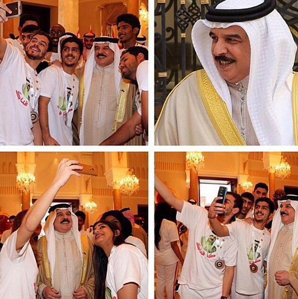 صور سيلفي ملك البحرين حمد بن عيسى آل خليفة مع لاعبين
