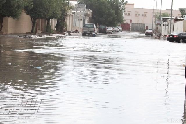 صور أمطار تملاء شوارع الخفجي والبلدية تستنجد بالصهاريج والمضخات